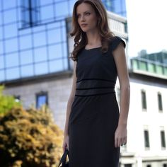 Check Out 35 Best Women& Work Dresses. Women have moved on from the normal business suits, and now they wear special day suits; which are both professional and stylish. Office Outfits Women, Casual Work Outfits, Different Dresses, Simple Dresses, Work Dresses For Women, Clothes For Women, Dress Images, City Style, Amazing Women