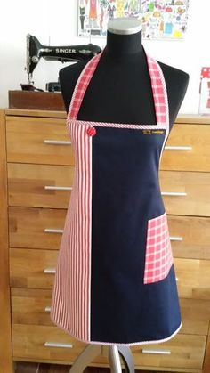 This apron is the optimal protection against grease stains and at the same time a corner for all guests. This apron m Jean Crafts, Denim Crafts, Sewing Hacks, Sewing Projects, Jean Apron, Childrens Aprons, Grease Stains, Diy Mode, Apron Designs