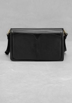 & OTHER STORIES A chic shoulder bag featuring a black classic hue and a timeless shape. The shoulder strap has an adjustable length.