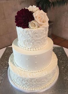 2019 wedding cake trends wedding cakes vintage 00020 carinsuranceimportance com the 50 most beautiful wedding cakes Big Wedding Cakes, Wedding Cake Decorations, Elegant Wedding Cakes, Beautiful Wedding Cakes, Wedding Cake Designs, Wedding Cake Toppers, Wedding Favors, Wedding Cake White, Vintage Wedding Cakes