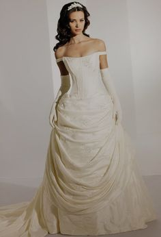 I know it is a wedding dress but this is what I want my Steampunk/Victorian ballgown to look like.