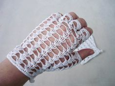 Gloves made on crochet with cotton. Are ideally suited as an addition to your wedding dress. Gloves are in white. #MariAndAnnieArt