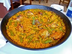 One of the main things I loved about the city of Valencia, Spain was the delicious food. Valenciana Recipe, Paella Valenciana, Alicante, Paella Recipe, Valencia Spain, Spanish Food, Rice Dishes, Original Recipe, New Recipes