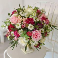 "27 aprecieri, 3 comentarii - Florarie cu gust (@florarie_cu_gust) pe Instagram: ""#florariecugust#tablearrangements#inlovewithflowers#wedding#workinprogress#vscoflowers#vsco#instaflowers#flowerstagram#flowerpower#romania#lovemyjob"""