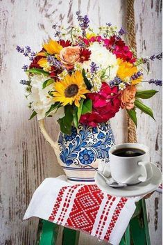 Coffee Time, Morning Coffee, Tea Tray, Floral Arrangements, Table Settings, Table Decorations, Tableware, Mornings, Breakfast