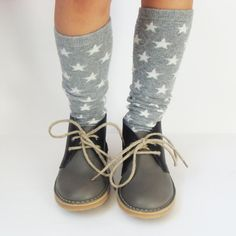 Kids shoes and socks Desert Boots, Little Girl Fashion, Boy Fashion, Fall Fashion, Cute Outfits For Kids, Cute Kids, Bebe Love, Insta Look, Kids Socks