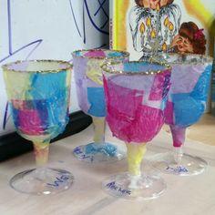 Pesach goblet or Eliyahu's cup!   Tissue paper, glue Preschool Themes, Preschool Art, Jewish Festivals, Summer Camp Activities, Kiddush Cup, Jewish Crafts, Hebrew School, Paper Glue, Tissue Paper