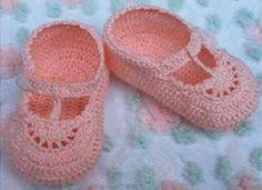 Encontrei este passo a passo de sapatinho de crochê na net, fotos feitas pela Paula Crochê. ...