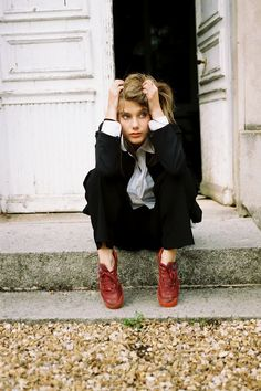 Melanie Laurent in red-shoes