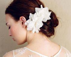 Barrettes fleurs blanches mariée x 2