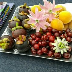 Mangostinos+passifloras+cerezas+duraznos
