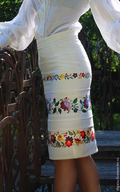 Mexican Fashion, Mexican Outfit, Mexican Dresses, Skirt Fashion, Boho Fashion, Fashion Dresses, Beige Outfit, Embroidered Clothes, Madame
