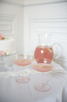 pink wedding drinks and toasting flutes! @Cassie Barnard those are the same as yours!! <3