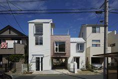 Sandwich Apartment  / Ikeda Yukie Architects
