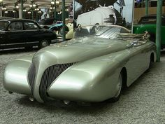 concept car With the split grille, this reminds me of a Lincoln. Great, modern concept car. 1950's ?