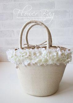 フラワーカゴバッグ ホワイトのお花がキュートで 清楚な可愛いデザインです♡  一つ一つ丁寧に縫い付けていきます。  レッスン受付中! 『JourFin 』ジュール・フィン 兵庫県 芦屋プリザープドフラワー・アーティフィシャルフラワー教室&ショップ 『Jour Fin』Preserved flower and artificial flower salon&shop in ashiya JAPAN http://jourfin.shopinfo.jp/ オンラインショップhttp://jourfin.com ブログhttp://ameblo.jp/jourfin