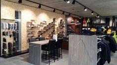 Schoenenpresentatie bij Vanatex Trading #Helbigpicos #BossuytWinkelinrichting #HelbigBE