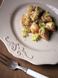 Χοιρινή τηγανιά με πράσο - www.olivemagazine.gr Kung Pao Chicken, Sprouts, Potato Salad, Good Food, Potatoes, Vegetables, Ethnic Recipes, Potato, Veggies