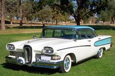 Vintage Cars This 1958 Ford Edsel was one of the most unpopular cars ever manufactured. Edsel Ford, Car Ford, Ford 4x4, Lifted Ford, Ford Trucks, American Classic Cars, Ford Classic Cars, Ford Motor Company, Vintage Cars