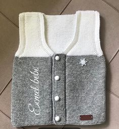 Knitted child sweater fashions and video explanations Knitwear for many years is unquestionably modern. Knitwear may be very numerous. Knit Fashion, Sweater Fashion, Boy Fashion, Moda Emo, Baby Vest, Baby Knitting Patterns, Baby Boy Knitting, Baby Sweaters, Knitwear