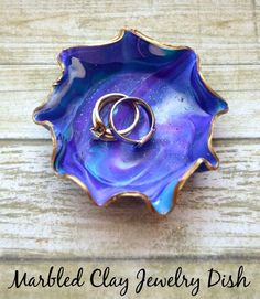 Marbled Clay Jewelry Dish made with with Sculpey clay Sculpey Clay, Polymer Clay Projects, Clay Crafts, How To Make Clay, Crafts To Make And Sell, Easy Diy Crafts, Crafts For Kids, Jewelry Dish, Clay Jewelry