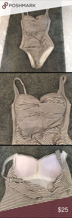 Bond-eye Australia swimwear one piece swim suit 6 Bond-eye Australia swim suit one piece . Gray and white stripes. Size 6 . Fits 4 and 6, maybe even slightly bigger and can fit a slender size 8. Inbuilt bra D/DD cup and inner layer of shaping wear material. Very complimenting ! This model has some mild folds of material in front to hide belly imperfections. ( just in case someone needs it:) very good condition with just very slight fading of gray color in some places. This flaw is not very…