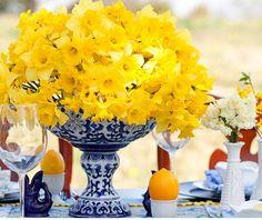 Centrotavola e bouquet di nozze, composizione di fiori e frutta