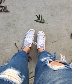 Ripped jeans, white converse