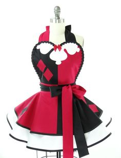 Would You Cook While Wearing This Harley Quinn Apron? :)    http://www.geeksaresexy.net/2013/06/09/would-you-cook-wearing-this-harley-quinn-apron-pic/