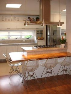 Browse photos of Small kitchen designs. Discover inspiration for your Small kitchen remodel or upgrade with ideas for organization, layout and decor. Kitchen Dinning, New Kitchen, Kitchen Decor, Kitchen Ideas, Kitchen Island With Stove, Modern Stoves, Cuisines Design, Modern Kitchen Design, Kitchen Interior