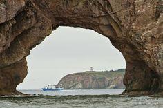 Par le trou du Rocher percé | par Jacquin-Qc Canada, Quebec City, Montreal, Alaska, Road Trip, Country, Natural, Amazing, Pictures