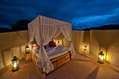 The pinnacle of your romantic vacation at ol Donyo Lodge is the rooftop star-bed located in every suite.