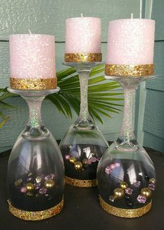 Kaarsenbakjes Upside-down wijnglas-Set van 3 - This is a set of 3 Wine glasses turned into Candle holders. Inside wine glasses are colored sand an - Bat Mitzvah Centerpieces, Wine Glass Centerpieces, Christmas Centerpieces, Christmas Decorations, Wedding Decorations, Wine Glass Candle Holder, Glass Candle Holders, Jar Candle, Wine Glass Crafts