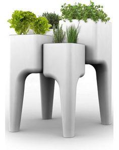 Again, modular design never fails: KiGA Kitchen Garden by Hurbz - Design Milk Garden Table, Garden Planters, Planter Pots, Planter Table, Table Potagère, Dwell On Design, Garden Decor Items, Plantation, Vegetable Garden
