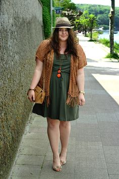 Plus Size Outfit - hippie - khaki summer dress, brown crochet kimono, nude peep toes, brown bag and a straw hat