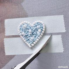 オートクチュールビーズ刺しゅう「プチハートのタックピン」の作り方|ぬくもり Beaded Brooch, Handmade Ideas, Embroidery Patterns, Heart Ring, Jewelry, Key Fobs, Needlepoint Patterns, Jewlery, Jewerly