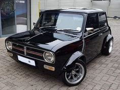 Awesome Wide Arched Wednesday Clubby up next! Very cool stance & I love the red detailing on the grill Mini Cooper S, Mini Cooper Clubman, Classic Mini, Classic Cars, Mini Morris, Bike Engine, Classic Motors, Mini S, Small Cars
