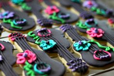Cookie Decor: How to Make A Cookie Board & Cookie Bunting ⋆ Pretty Prudent Crazy Cookies, Cute Cookies, How To Make Cookies, Cupcake Cookies, Sugar Cookies, Fun Cupcakes, Guitar Cupcakes, Icing Recipe, Fiesta Party