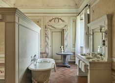 #classic #bathroom #sandy #interiordesign #homedecor #idea #Inspiration #cozy #living #space #style #interior #decor #design #home Paola Navone, Italian Renaissance, Toscana, Beautiful Bathrooms, Clawfoot Bathtub, Siena, Rwby, Hotels And Resorts, Corner Bathtub
