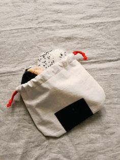 How adorable is this onigiri lunch bag?
