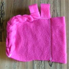 Several great ideas for finishing the edges of fleece blankets without all those annoying knots!