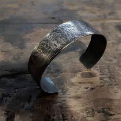 Vasaroituu ja patinoituu pintaa. Rouheeta. Hmmm tää koru istuu isommanki äijän ranteeseen.  #hammared #patinated #silverbracelet  #formen #finnishdesign #aed #handmadejewelry #jewelrydesigner #koruseppä #anuek #kerava Cuff Bracelets, Jewelry, Instagram, Design, Fashion, Moda, Jewlery, Jewerly, Fashion Styles