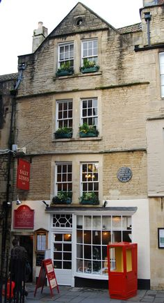 Sally Lunn's, the oldest house in Bath, Somerset. The city of Bath is a World Heritage Site Cool Places To Visit, Great Places, Bath Somerset, Bath Uk, England And Scotland, Somerset England, City Restaurants, English Countryside, Great Britain