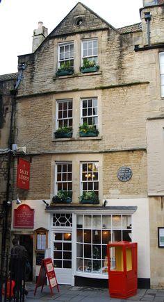Sally Lunn's, the oldest house in Bath, Somerset. Flickr - Roland Turner Photo ref; DSC1523-2012