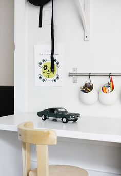 A Great idea for getting pens, and other stuff off the desk but still in sight. Good for kids and work space. Finnish blog, wonder if available in U.S?
