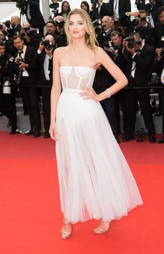 Lily Donaldson en robe blanche Dior