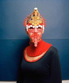 Máscaras feitas de jogos de tabuleiros