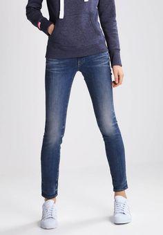 LYNN MID SKINNY - Jeans slim fit - kiso stretch denim. #denim #fashion #moda #jeans #giacche di jeans Lunghezza:fino alla caviglia. Chiusura:Cerniera nascosta. Tasche:Tasche posteriori,Tasche laterali. Lunghezza interna della gamba:75 cm nella taglia 27x32. Vestibilità:Slim. Materiale:Jeans. Altezz...