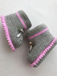 Bebek bot patik yapl 34 the best women winter outfits for work 34 the best women winter outfits for work outfits winter women Knit Baby Shoes, Knitted Baby Clothes, Crochet Baby Booties, Baby Boots, Crochet Slippers, Knitting Socks, Hand Knitting, Bootie Boots, Shoe Boots