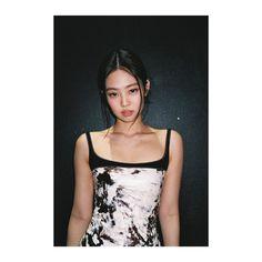 Kim Jennie, Black Pink Jennie Kim, Kpop Girl Groups, Korean Girl Groups, Kpop Girls, Blackpink Fashion, Blackpink Photos, Yg Entertainment, Swagg